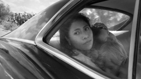 roma-2018-002-woman-children-car-window